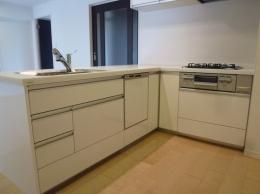赤坂ビンテージマンションリノベーション (L字型オープンキッチン)