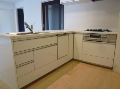 L字型オープンキッチン (赤坂ビンテージマンションリノベーション)