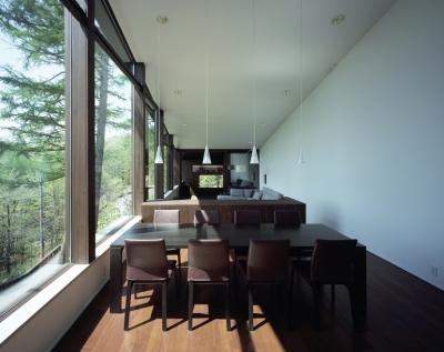 軽井沢・Sundial house (森に面したリビングダイニング)