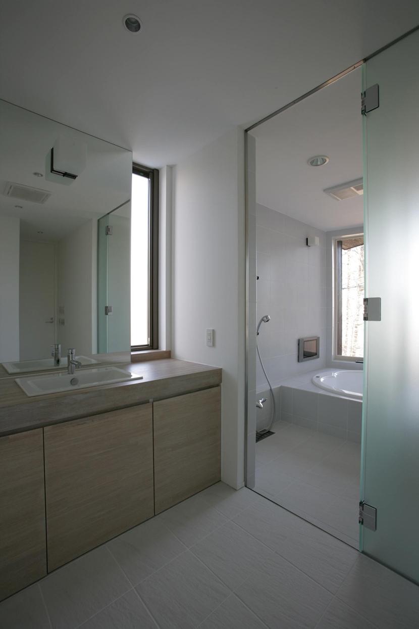 軽井沢・日時計の家の写真 シンプルな洗面室
