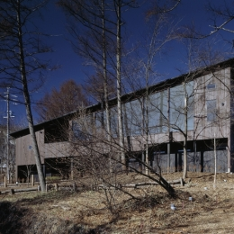 軽井沢・日時計の家 (崖下からの外観)