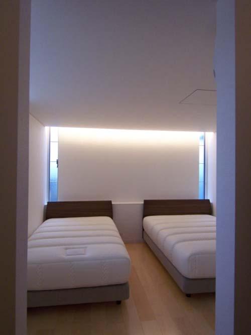 空を感じる家の部屋 寝室