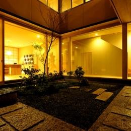 「光の家、集える庭。@現代京町家」 (中庭2)
