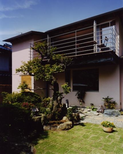 森を望む家の部屋 外観ベランダ側