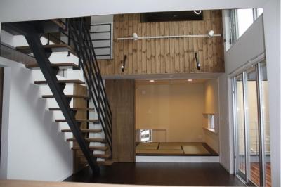 木造三階建て二世帯住宅 (リビング)