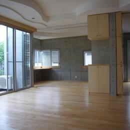 ギャラリーのある二世帯住宅 (リビング・ダイニング)