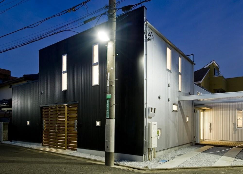 三浦尚人「中庭を挟んだ二世帯住宅」