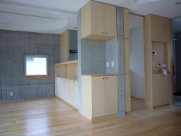 ギャラリーのある二世帯住宅 (ダイニング・キッチン)