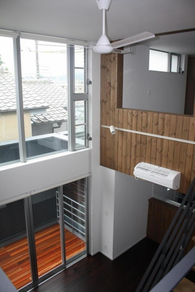 木造三階建て二世帯住宅 (リビング・吹き抜け)