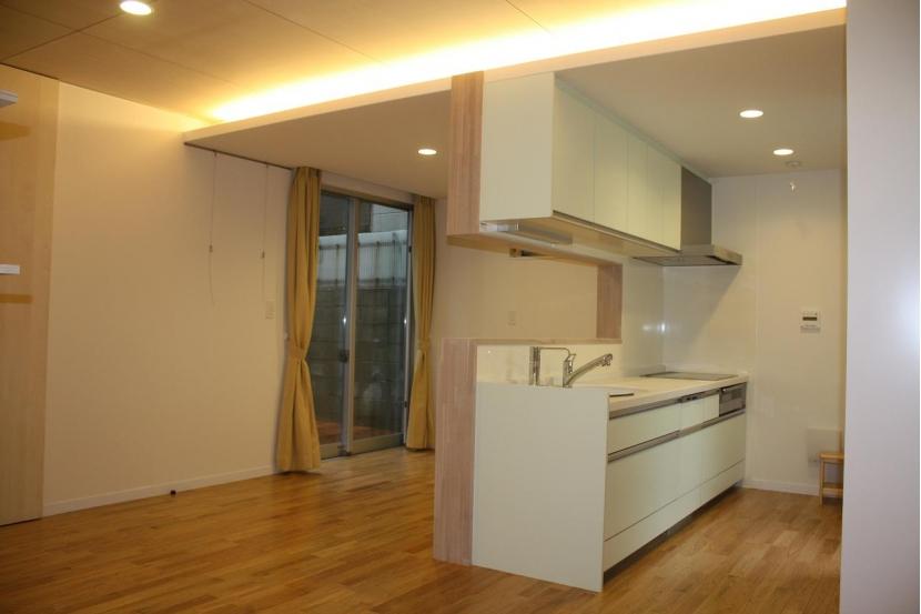 木造三階建て二世帯住宅 (ダイニング・キッチン)