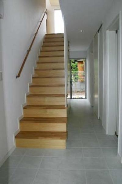 階段 (借景を取り込む家)