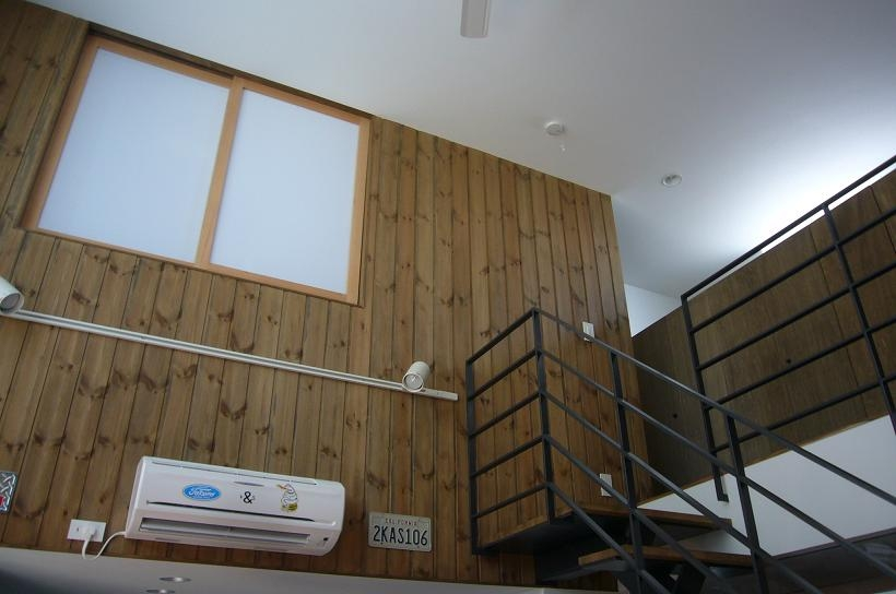 木造三階建て二世帯住宅の部屋 リビング・吹き抜け