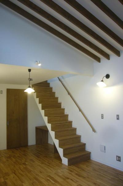 中庭を挟んだ二世帯住宅 (階段)