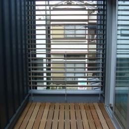 木造三階建て二世帯住宅 (テラス)