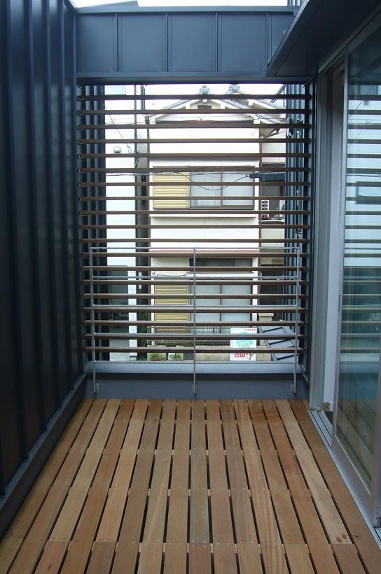 木造三階建て二世帯住宅の部屋 テラス