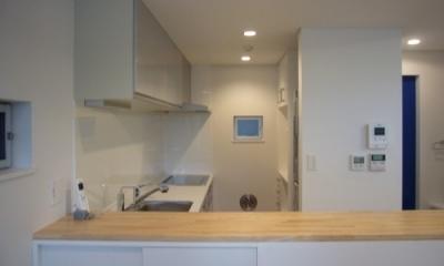 キッチン|狭小地に建つ木造三階建て住宅