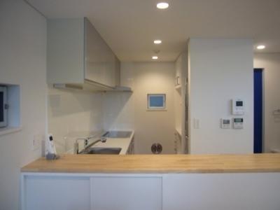 キッチン (狭小地に建つ木造三階建て住宅)
