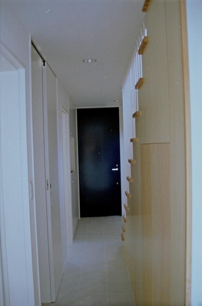 借景を取り込む家の部屋 廊下