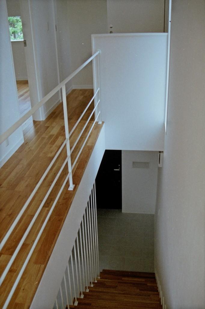 借景を取り込む家の部屋 階段