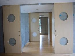 ギャラリーのある二世帯住宅 (リビング・ホール)