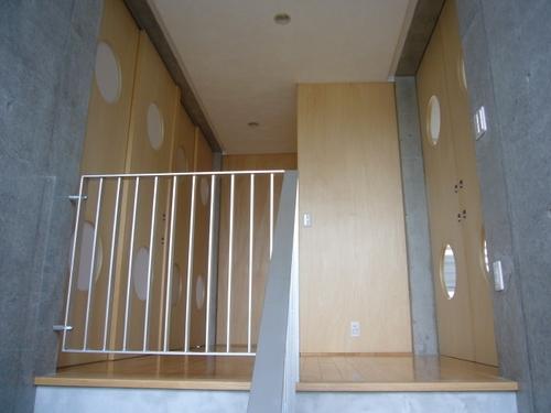 ギャラリーのある二世帯住宅の写真 ホール・階段