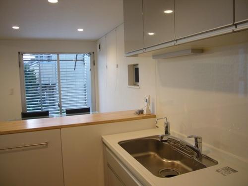 狭小地に建つ木造三階建て住宅の部屋 キッチン
