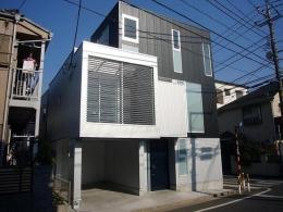 狭小地に建つ木造三階建て住宅 (外観)