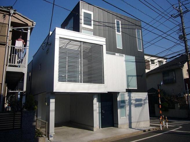 狭小地に建つ木造三階建て住宅の写真 外観