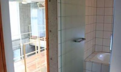 洗面脱衣室・浴室|中庭と坪庭のある家