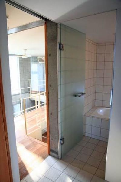 洗面脱衣室・浴室 (中庭と坪庭のある家)