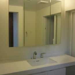 木造三階建て二世帯住宅 (洗面脱衣室)