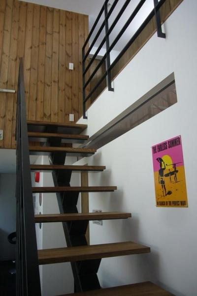 階段・吹き抜け (木造三階建て二世帯住宅)