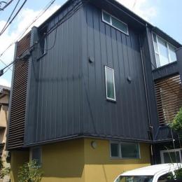 外観 (木造三階建て二世帯住宅)