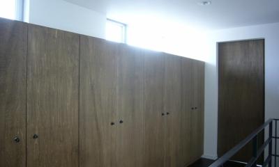 廊下・収納|木造三階建て二世帯住宅
