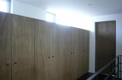 廊下・収納 (木造三階建て二世帯住宅)