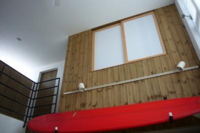 リビング・吹き抜け (木造三階建て二世帯住宅)