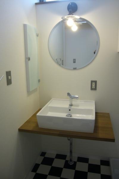 洗面脱衣室 (中庭を挟んだ二世帯住宅)
