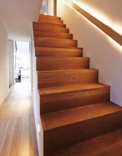 丘の家の部屋 階段