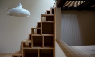 「大正時代の趣が残る家」 (箱階段)