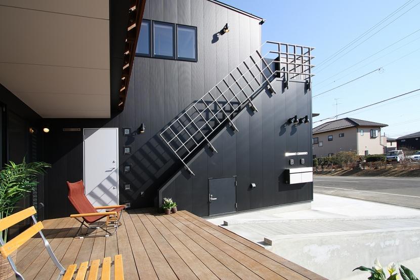 建築家:遠藤 浩「ウッドデッキのある二世帯の家」