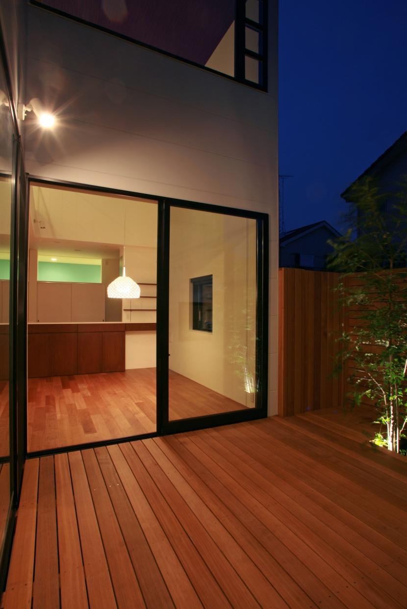 中庭 (夜景) (猫と暮らす中庭のある家)