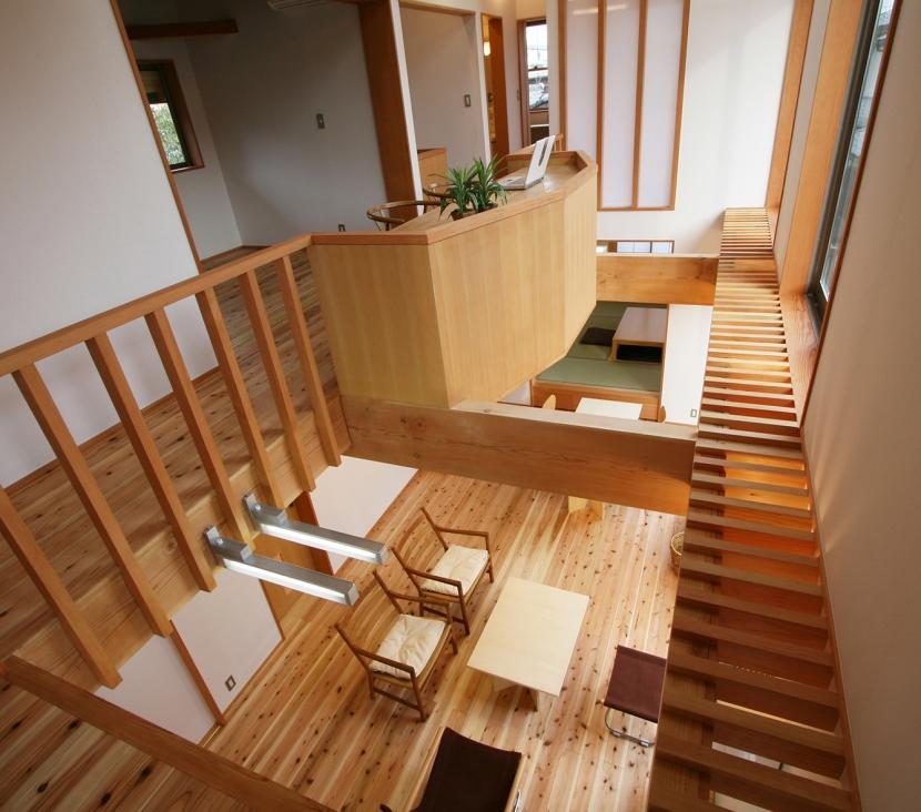 南側全て吹抜の家の部屋 上方に広がる開放感ある吹抜