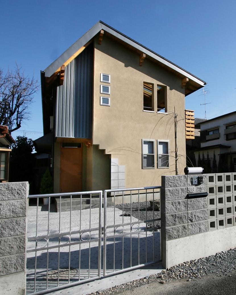 南側全て吹抜の家の部屋 北側斜線をクリアしながらのデザイン西側外観