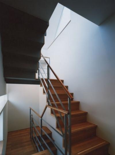 階段 (コーナーガーデンの家)