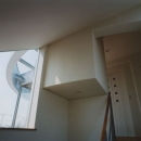 コーナーガーデンの家の写真 踊場から見るテラス