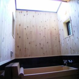 土間ワークスペースのある蔵の家 (木製浴槽-天窓)