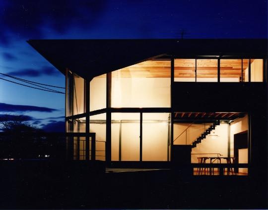 翼の家の部屋 夕景