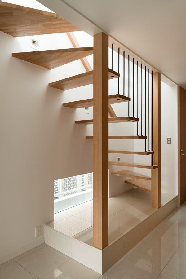 西荻の家の部屋 吊り階段