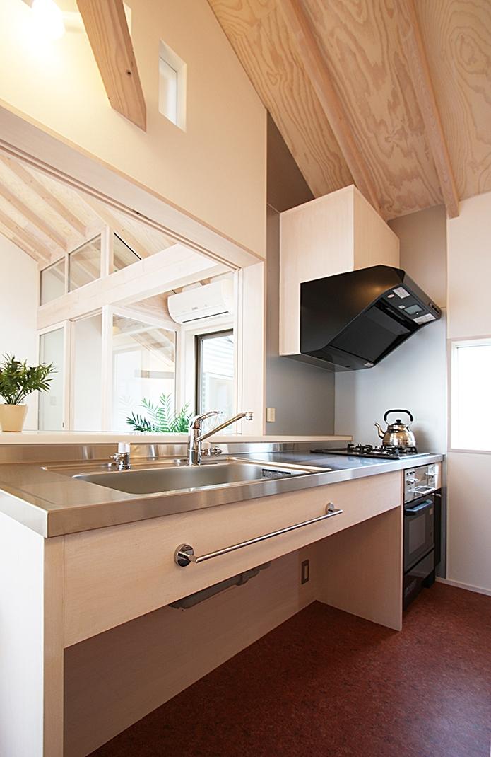 ツインバルコニーの家の部屋 シンプルな大工さんの作るキッチン