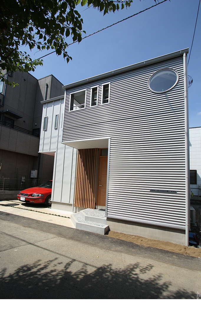 ツインバルコニーの家の写真 シンプルでエッジの効いた外観